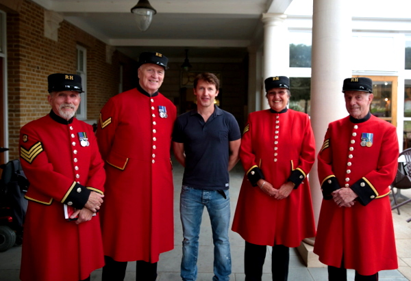 James Blunt surprises MTI staff at the Royal Hospital Chelsea