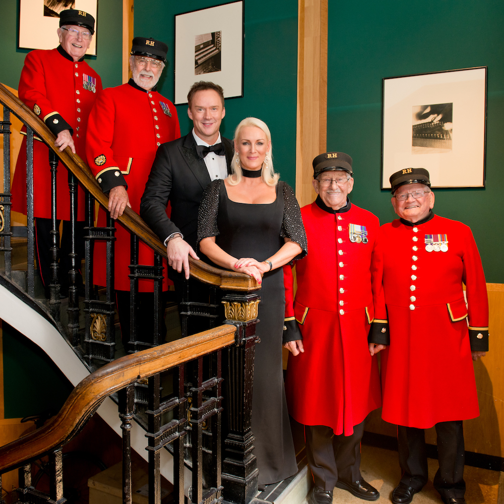 Chelsea Pensioners at Angel Studio with Russell Watson and Friederike krum