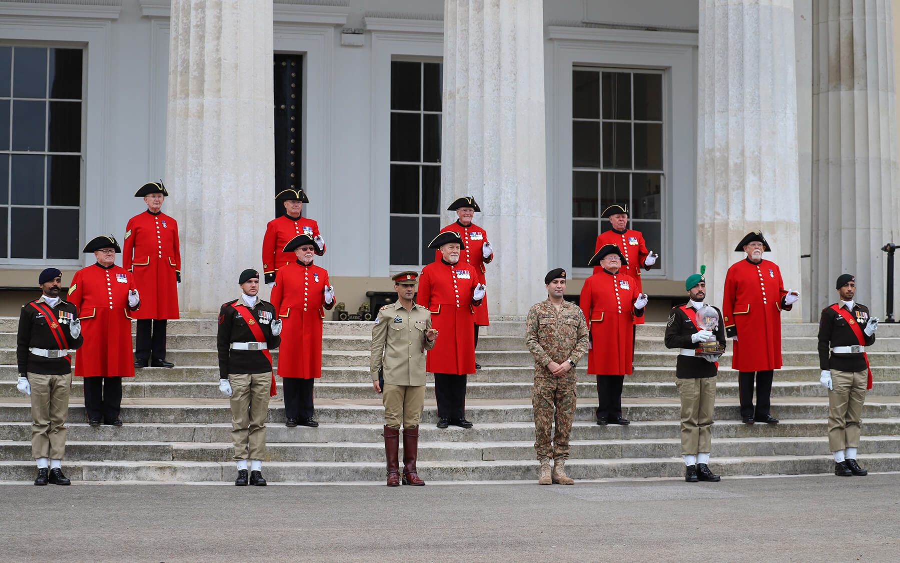 Chelsea Pensioners stand alongside Pakistan Army Pace Sticking Champions