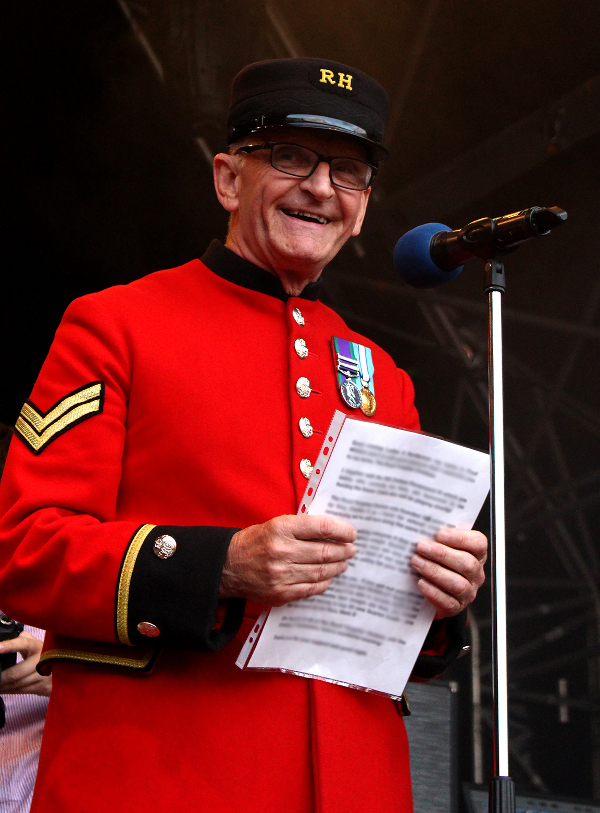 Chelsea Pensioner Paul Introduces Live at Chelsea acts