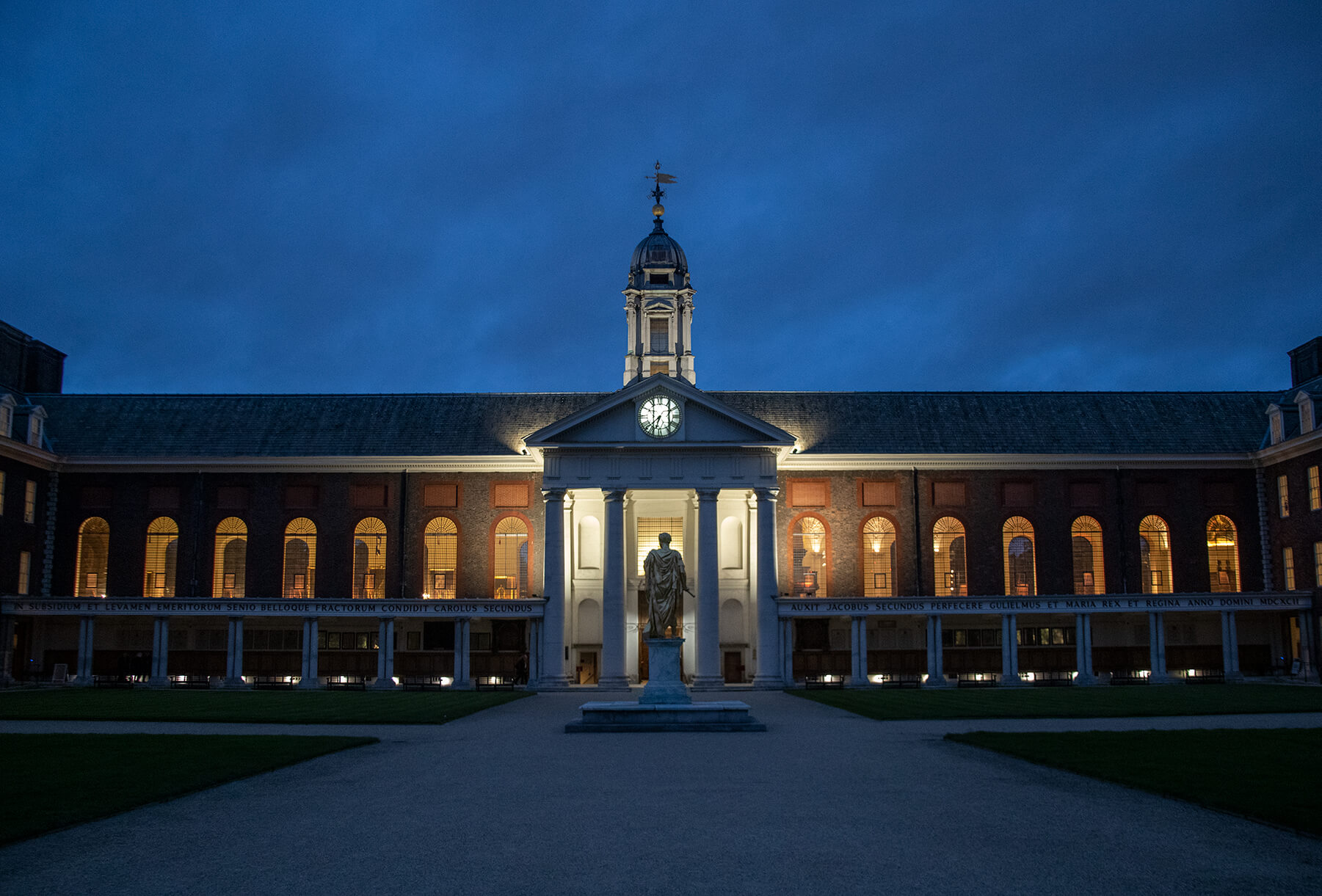 Figure Court at Night - photo by Brian Connor (Chelsea Pensioner)