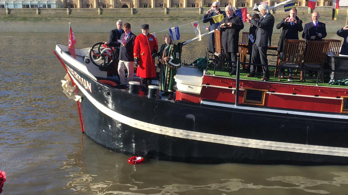 Thames wreath laying - Remembrance 2018