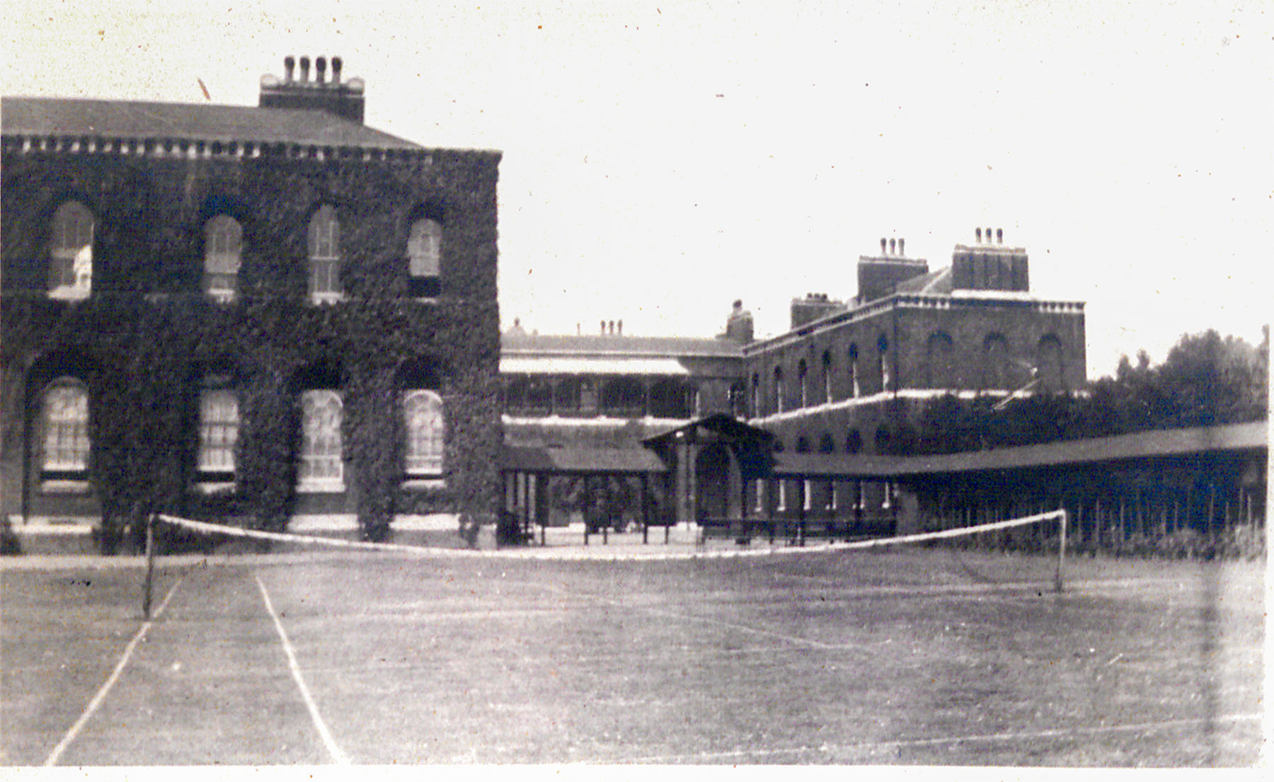 This photograph of the Infirmary shows the ivy-covered West Wing extension. The nurses used to reach their accommodation in Gordon via the covered walkway on the right.